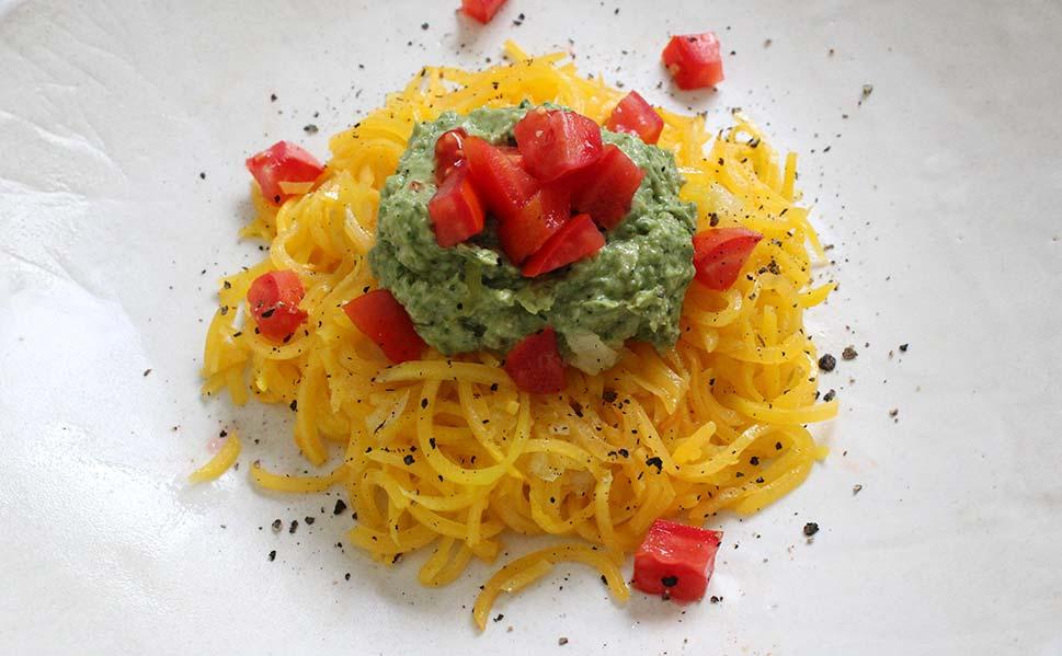 Espaguetis de Calabaza con Pesto y Tomatitos
